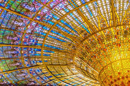 palau de la musica catalana glas-gekleurd dakraam