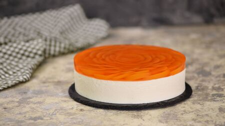 Homemade peach mousse cake with jelly Stockfoto