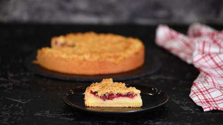 Piece of delicious cherry cake with shortcrust pastry and vanilla pudding. Stockfoto