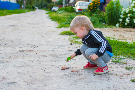 holidays in the village. The boy sees a worm in a childs shovel