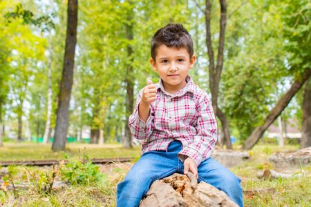 boy plays in the Park in early autumn