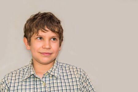 portrait of a teenage boy on a gray background 版權商用圖片