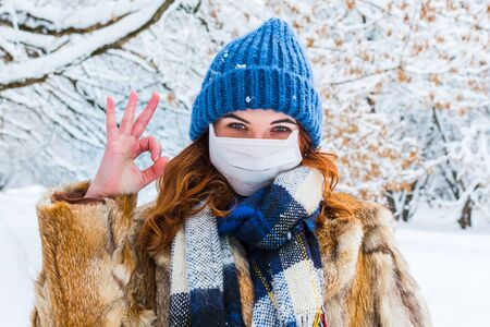 young woman in protective mask in winter in outdoors Stockfoto