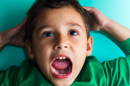 portrait of a frightened boy. the boy screams. Stockfoto