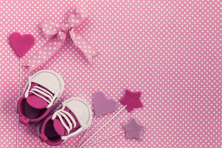 Baby girl pink card. Newborn background. Baby shower invitation. Fondant baby accesories. Flat lay Stockfoto
