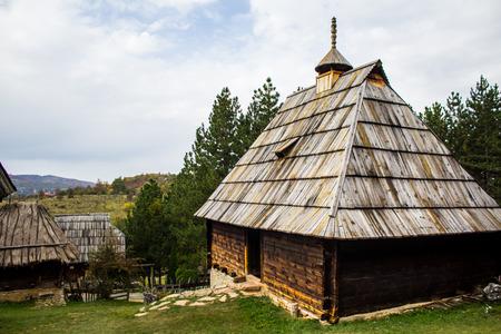 Ethno village Sirogojno in Zlatibor surroundings, Serbia. Old Serbian traditional house. Travel destination, fall season. 版權商用圖片