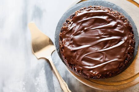 Chocolate brownie cake with ganashe topping on gray background top view Stockfoto
