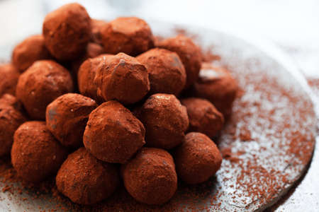 Chocolate candy truffle with cocoa and golden powder close up Stockfoto