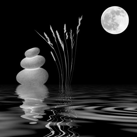 gramineas: Zen resumen de tres piedras de color gris natural, hierbas silvestres y una luna llena con la reflexi�n sobre rippled agua. M�s de fondo negro.