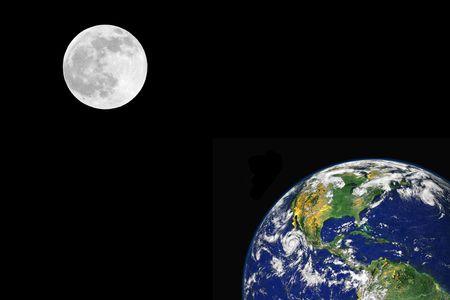 continente americano: Planeta tierra con el continente norteamericano y una luna llena en el equinoccio de primavera, sobre fondo negro. Foto de archivo