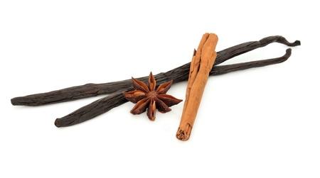 cinnamon stick: Vanilla pods, cinnamon sticks and star anise spice over white background