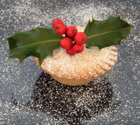 mince pie: Mince pie cake with sugar snow, holly and red berry leaf sprig