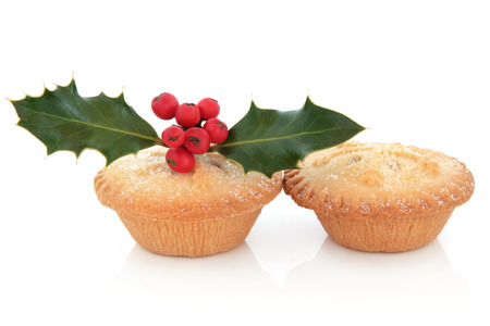 mince pie: Mince pie cakes with snowflake design, holly and red berry leaf sprig over white background