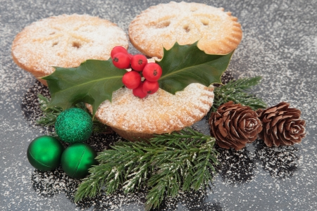 mince pie: Christmas mince pie group with holly, green baubles, pine cones and winter greenery