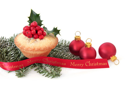 mince pie: Mince pie cake with holly and red bauble decorations, fir and merry christmas ribbon over white background.