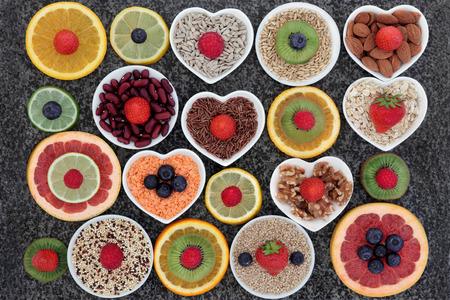 l�gumes vert: s�lection de Superfood dans la conception abstraite sur fond de marbre.