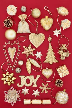 Decoraciones Rojas De La Chuchera Del Rbol De Navidad Sobre Fondo