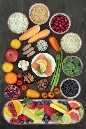 과일, 야채, 씨앗, 견과류, 곡물, 시리얼, 향신료와 허브 오메가 3 지방산, 미네랄, 비타민, anthocyanins 및 산화 방지제의 높은 수준을 제공 superfoods와 심장 스톡 콘텐츠