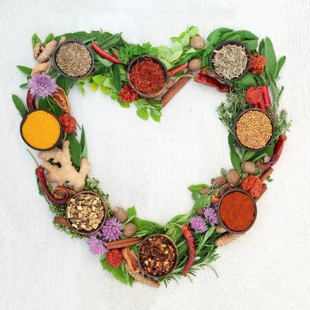 Corona de hojas y especias de hierbas en forma de corazón