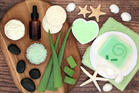 Aloe vera skin care beauty treatment with cosmetic products on olive wood and oak. Soothes sunburn, has anti inflammatory properties, heals skin infections & wounds. Flat lay. Фото со стока