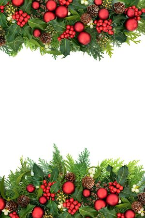 Christmas border with red bauble decorations Banque d'images