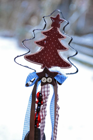 weihnachtsbaum: christmas tree decoration with snow