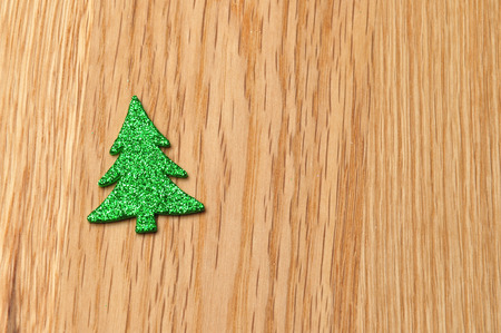 weihnachtsbaum: christmas decoration with timber background