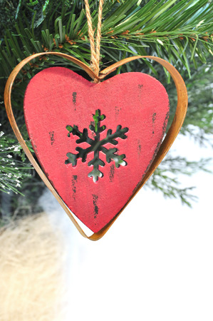 jahreswechsel: appendere decorazioni di Natale rosso Archivio Fotografico