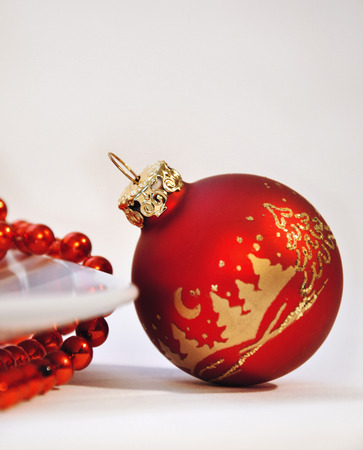jahreswechsel: Red palle di Natale su sfondo bianco