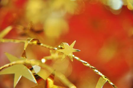 jahreswechsel: dettagli della decorazione di natale rosso e oro