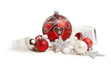 kugel: red christmas balls on white background