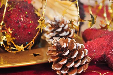 Details von roten und goldenen Weihnachtsdekoration Standard-Bild