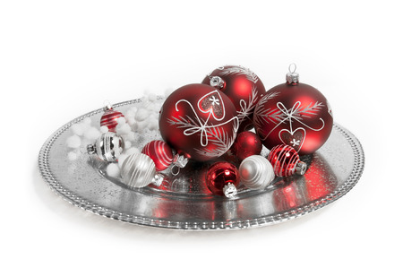 weihnachtsbaum: red christmas balls on white background