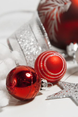 red christmas balls on white background 版權商用圖片 - 31229426