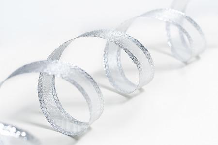 Silber-Farbband auf weißem Hintergrund