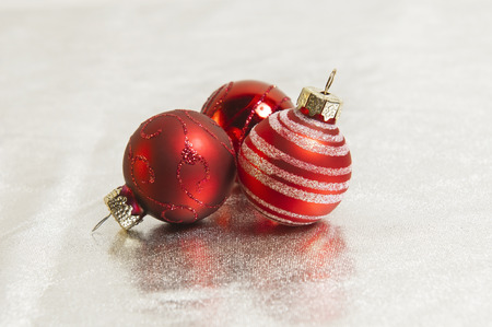 kugel: red christmas balls on silver textile