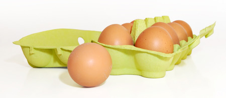isoliert: green egg box with 10 eggs