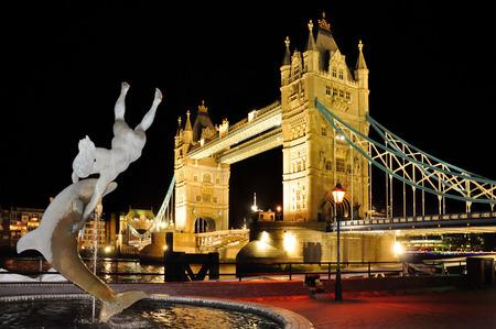 gold en: Tower Bridge in London, Great Britain