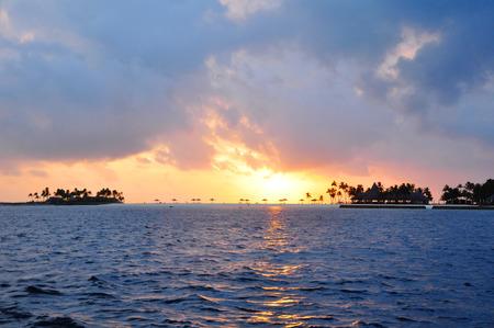 Indische Oceaan, prachtig eiland aan de horizon