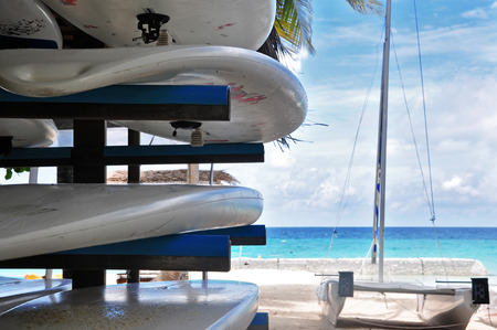 surfen: surfboards on the hanger, maldives