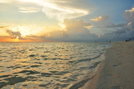 tourismus: indian ocean, colorful sundown on the beach Stock Photo