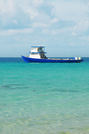 holz: boat in the indian ocean