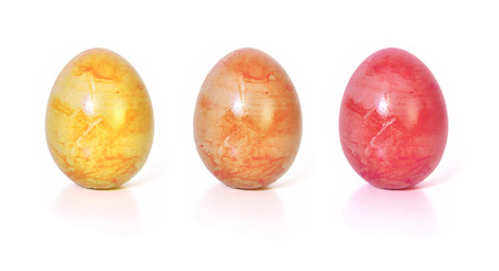 Hintergrund: three colorful Easter eggs, isolated