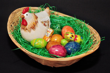 isoliert: Easter basket with easter eggs Stock Photo