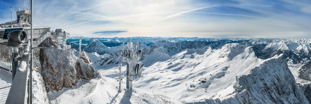 wondervoll winter day on the Zugspitze 版權商用圖片 - 44169077