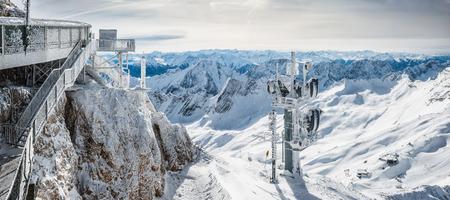 wondervoll winter day on the Zugspitze 版權商用圖片 - 44169086
