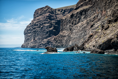 Ocean and Los Gigantes of Tenerife 版權商用圖片 - 93168588