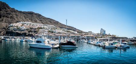 Puerto de Santiago - Los Gigantes of Tenerife 版權商用圖片 - 93088376