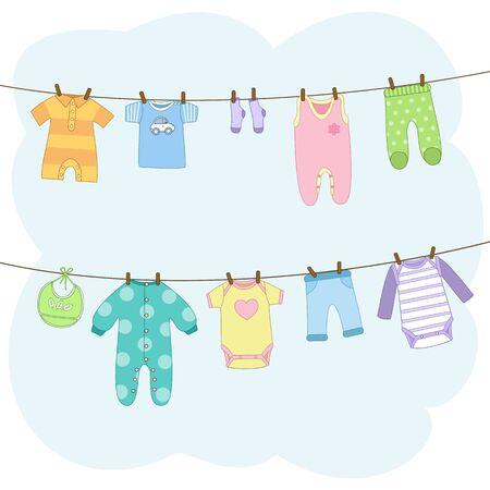 Nettoyez les vêtements de bébé suspendus à des cordes. T-shirt, robe, barboteuse, body, pantalon, bavoir, chaussettes. Collection d'icônes ou éléments d'invitation. Illustration vectorielle en style cartoon