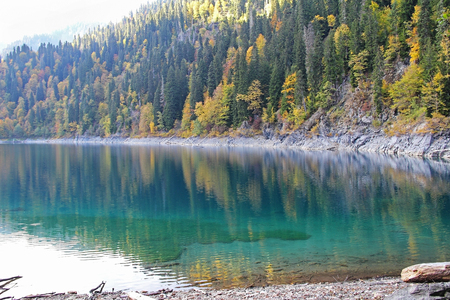 Beautiful lake surrounded by mountains and forests in autumn, Malaya Ritsa, Abkhazia. 스톡 콘텐츠 - 114974536